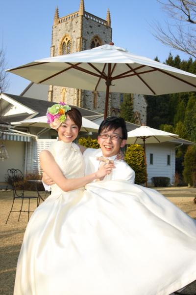 森の教会 結婚式 お姫さま抱っこ